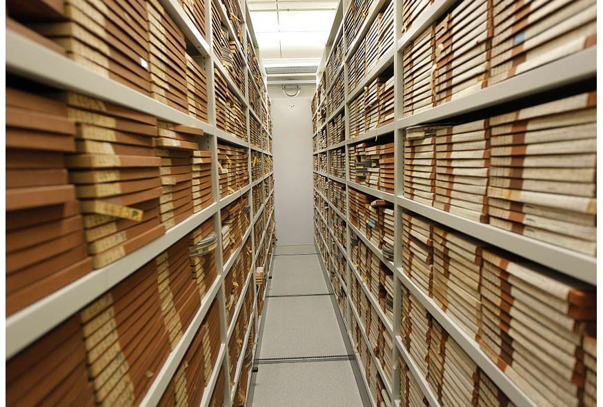 Comment optimiser le stockage des archives avec un rayonnage adapté ?